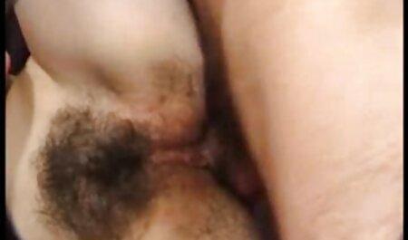 Segretamente entrato in casa однокурсницам E cominciò a fare video amatoriale troie sesso con loro