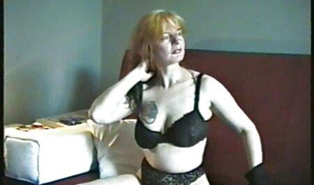 La bionda si è video trans amatoriale data all'uomo in bagno
