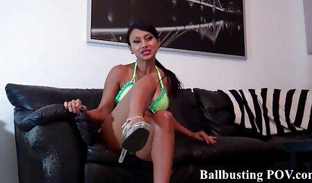 Bella donna video hard gratis amatoriali geme delicatamente in casa porno