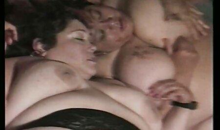 L'uomo soddisfa la cornea ragazza russa a video sex amatoriali gratis letto