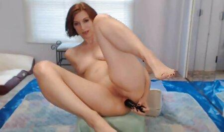 La ragazza ha video casalinghe amatoriali italiani mostrato l'acconciatura intima e ha il cazzo nella Figa