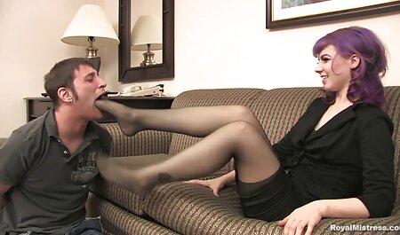 Gli uomini amatoriali videoporn friggono in due ceppi della bruna sorridente Аидру Fox